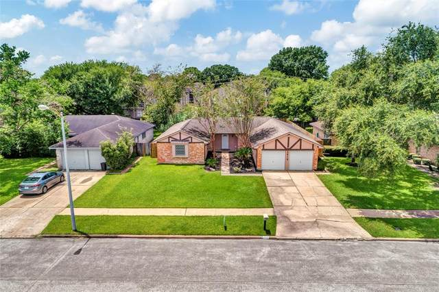2818 English Colony Drive, Webster, TX 77598 (MLS #5246667) :: Keller Williams Realty