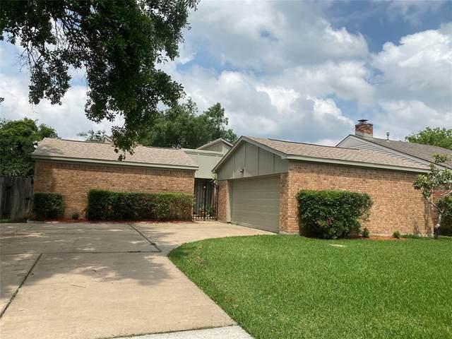 15911 Hickory Knoll Drive, Houston, TX 77059 (MLS #52547029) :: The Jennifer Wauhob Team