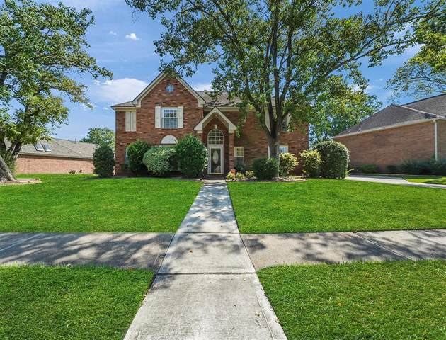 15215 Greenleaf Lane, Houston, TX 77062 (MLS #52794968) :: The SOLD by George Team