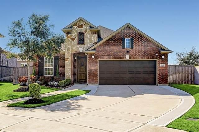 2202 Hidden Meadow Lane, Pearland, TX 77089 (MLS #5289798) :: The Freund Group