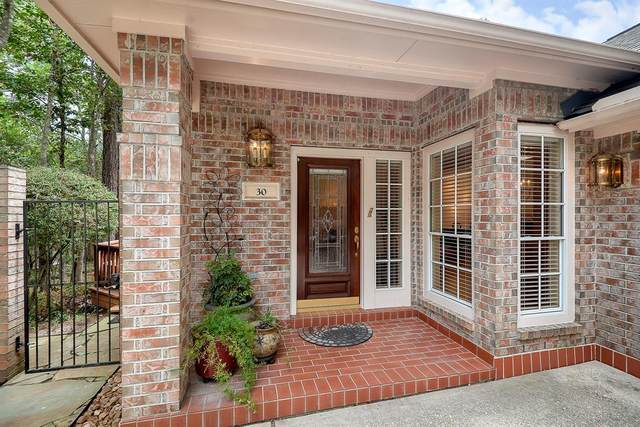 30 Reflection Point, The Woodlands, TX 77381 (MLS #52960410) :: Michele Harmon Team