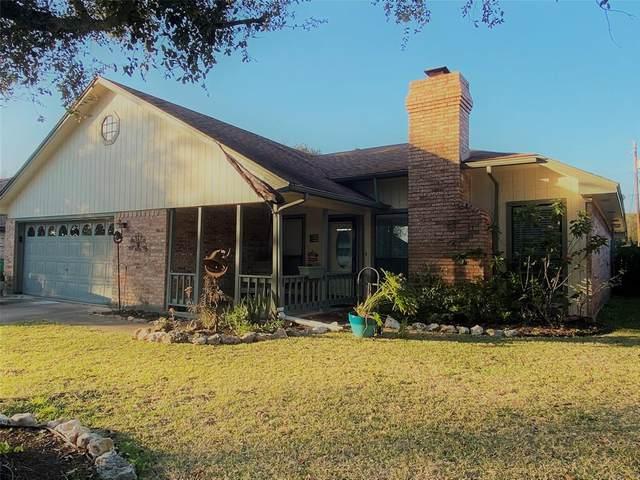 49 Alexander Court, Angleton, TX 77515 (MLS #53783917) :: The Sansone Group