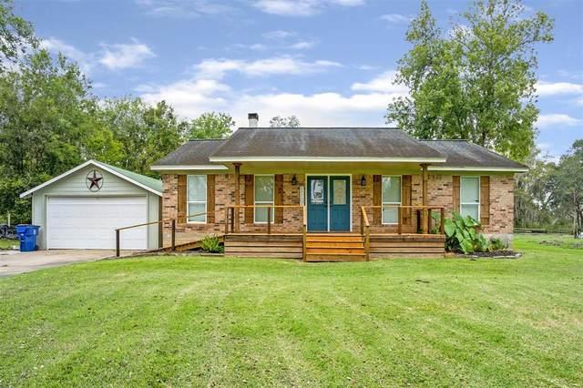 2018 Oakwood Drive, Clute, TX 77531 (MLS #53793079) :: My BCS Home Real Estate Group
