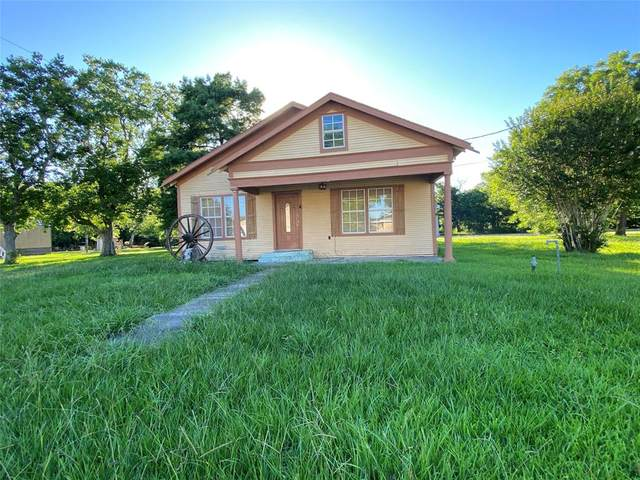 222 S 9TH, Wallis, TX 77485 (MLS #53873636) :: The SOLD by George Team