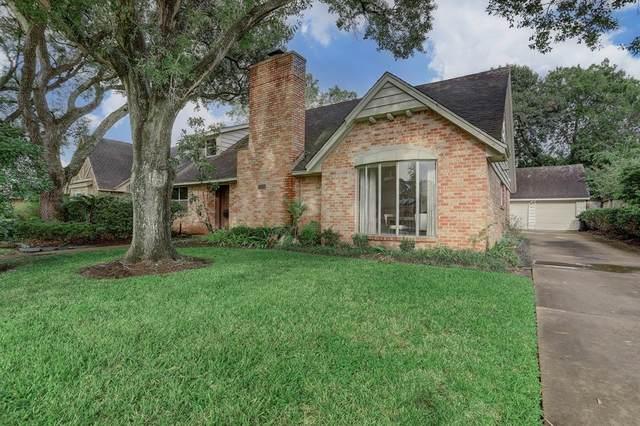 10011 Cedarhurst Drive, Houston, TX 77096 (MLS #54336704) :: My BCS Home Real Estate Group