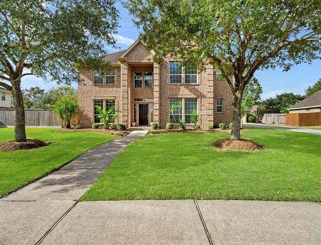 704 Falcon Lake Drive, Friendswood, TX 77546 (MLS #54369408) :: The Bly Team