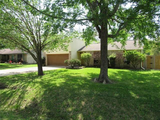 7407 Lone Oak Drive, Baytown, TX 77521 (MLS #54561976) :: The Sansone Group