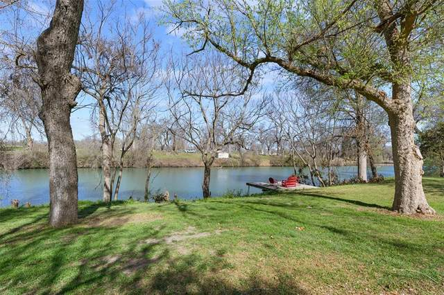 214 Guadalupe River Drive, Seguin, TX 78155 (MLS #55065487) :: The Home Branch