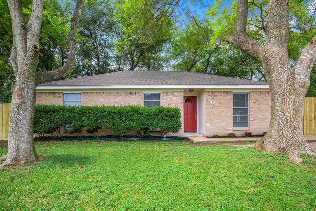 301 Milam Street, West Columbia, TX 77486 (MLS #55164146) :: The SOLD by George Team