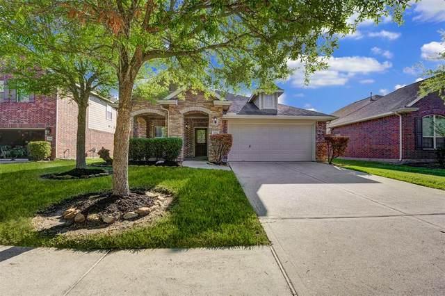 6814 Hunters Creek Lane, Baytown, TX 77521 (MLS #55489953) :: The Home Branch