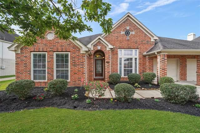 1076 Cayman Bend Lane, League City, TX 77573 (MLS #55660953) :: Ellison Real Estate Team