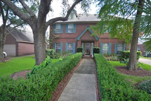 2610 Lakeway Drive, Seabrook, TX 77586 (MLS #55928372) :: Guevara Backman