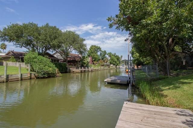 39 Lazy Lane, Kemah, TX 77565 (MLS #55984436) :: Ellison Real Estate Team