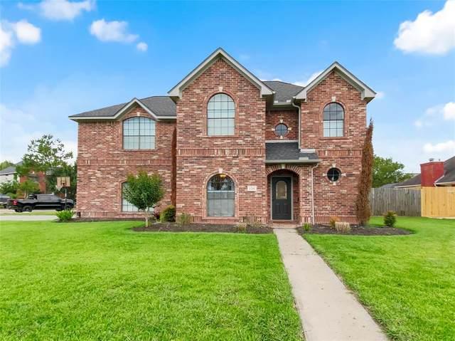 136 Papaya Street, Lake Jackson, TX 77566 (MLS #56189789) :: Lerner Realty Solutions