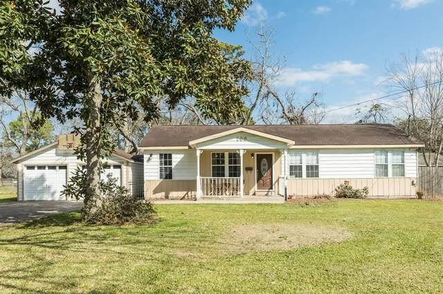 108 Willenberg Street, Lake Jackson, TX 77566 (MLS #56364864) :: Christy Buck Team