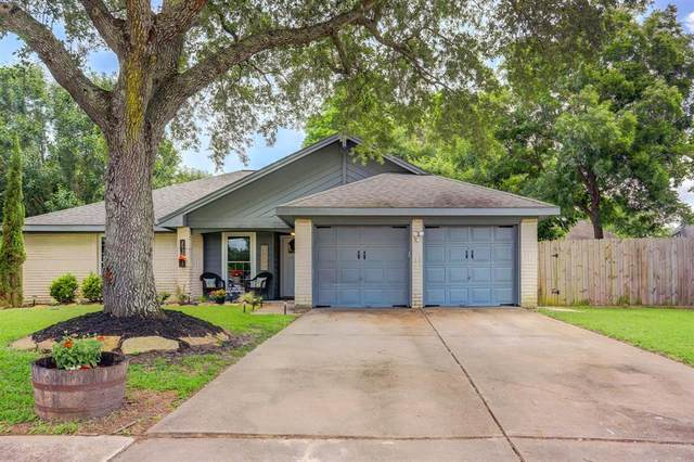 2930 Bentley Court, Pearland, TX 77584 (MLS #56673455) :: The SOLD by George Team