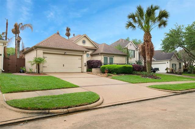 307 Lago Vista Street, Kemah, TX 77565 (MLS #56698288) :: Giorgi Real Estate Group