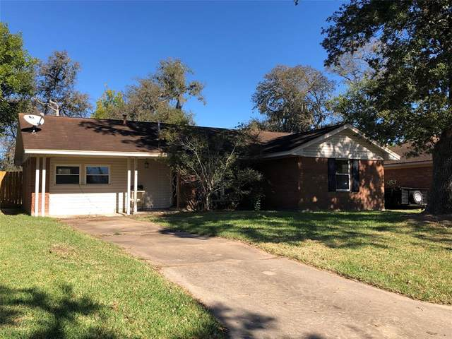 215 Mimosa Street, Lake Jackson, TX 77566 (MLS #56935804) :: Michele Harmon Team