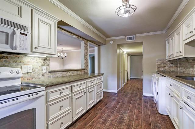 844 Wax Myrtle Lane, Houston, TX 77079 (MLS #57193475) :: Magnolia Realty