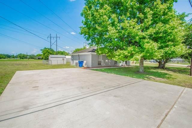 302 Lamar Street, West Columbia, TX 77486 (MLS #57293805) :: The Freund Group