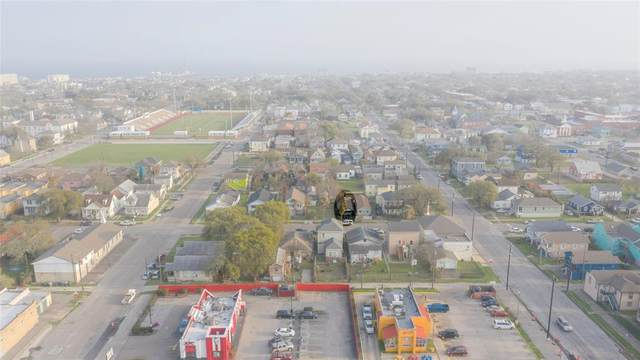 2817 Avenue K, Galveston, TX 77550 (MLS #57369417) :: Connell Team with Better Homes and Gardens, Gary Greene