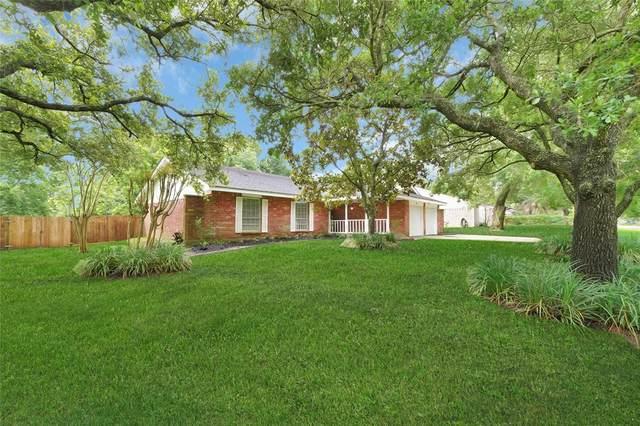 409 Colonial Drive, Friendswood, TX 77546 (MLS #57565341) :: Christy Buck Team