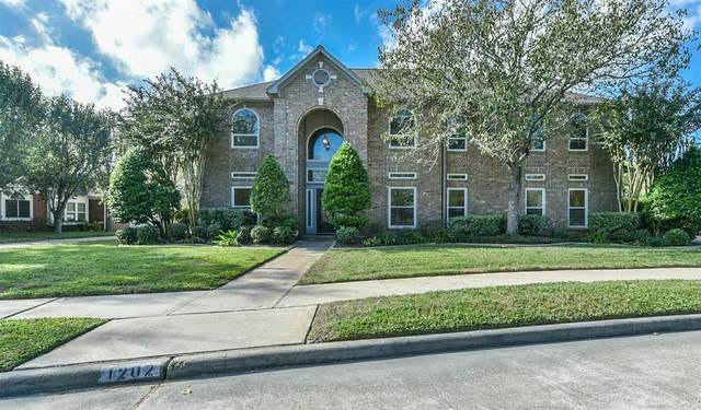 1202 Merriewood Drive, Friendswood, TX 77546 (MLS #58029420) :: The Bly Team