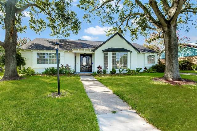 1810 San Sebastian Lane, Nassau Bay, TX 77058 (MLS #58166078) :: Ellison Real Estate Team