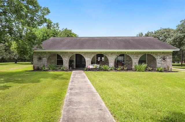 8217 Oak Lane, Santa Fe, TX 77517 (MLS #58182080) :: The SOLD by George Team