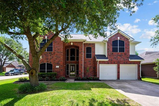 922 E Hampton Drive, Pearland, TX 77584 (MLS #58371348) :: The SOLD by George Team