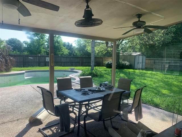 1202 Osborne Drive, Friendswood, TX 77546 (MLS #58385065) :: Christy Buck Team