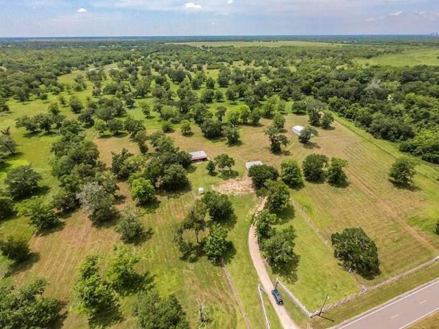 10308 County Road 321, Sweeny, TX 77480 (MLS #58609161) :: The SOLD by George Team