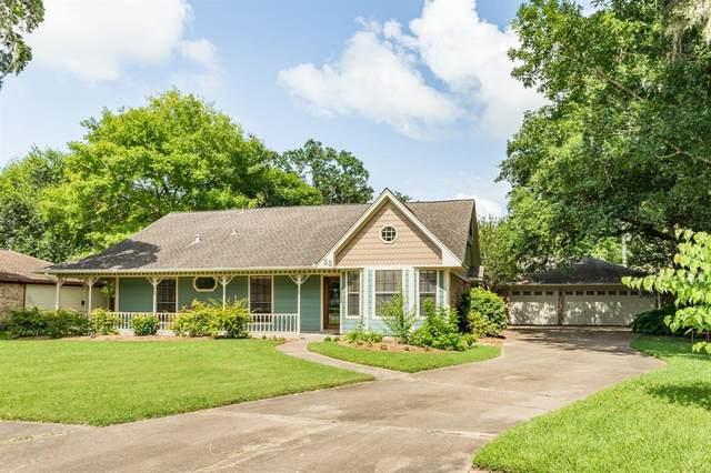 55 Royal Oak Circle, Lake Jackson, TX 77566 (MLS #58907596) :: Keller Williams Realty