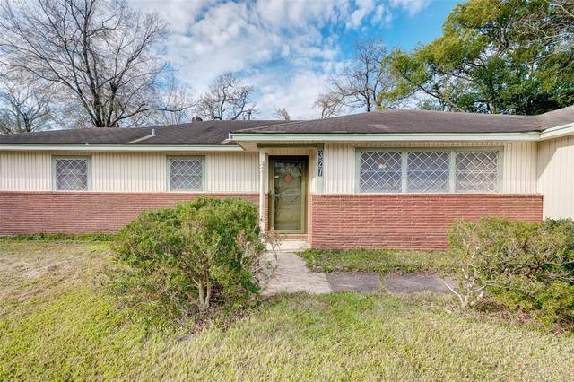 327 Holly Drive, Baytown, TX 77520 (#59268309) :: ORO Realty