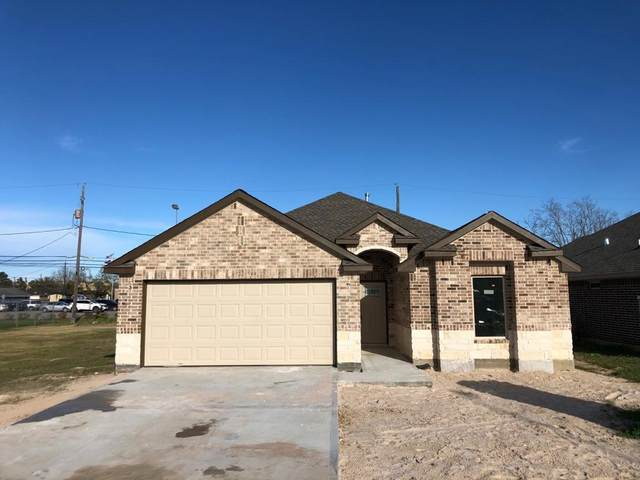 318 Dr Martin Luther King Drive, La Porte, TX 77571 (MLS #59433313) :: The SOLD by George Team