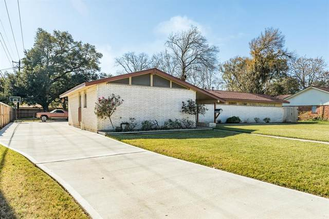 102 Clover Street, Lake Jackson, TX 77566 (MLS #59589761) :: Connell Team with Better Homes and Gardens, Gary Greene