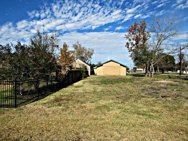 328 E Wilkins Street, League City, TX 77573 (MLS #60440312) :: The SOLD by George Team