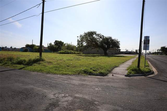 502 E Market Street, Rockport, TX 78382 (MLS #60488000) :: The SOLD by George Team