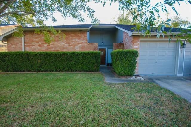 2138 Pilgrims Point Drive, Friendswood, TX 77546 (MLS #60571373) :: Rachel Lee Realtor