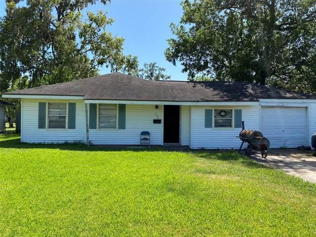 120 Laurel Street, Lake Jackson, TX 77566 (MLS #60692775) :: The SOLD by George Team