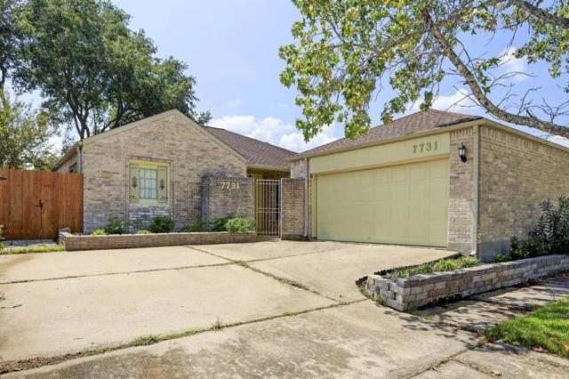7731 Quail Meadow Drive, Houston, TX 77071 (MLS #60768131) :: Carrington Real Estate Services