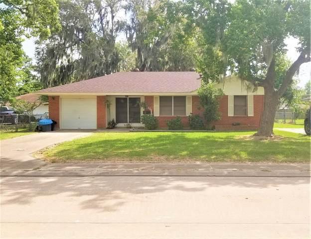 111 Oleander Street, Lake Jackson, TX 77566 (MLS #60838463) :: The SOLD by George Team