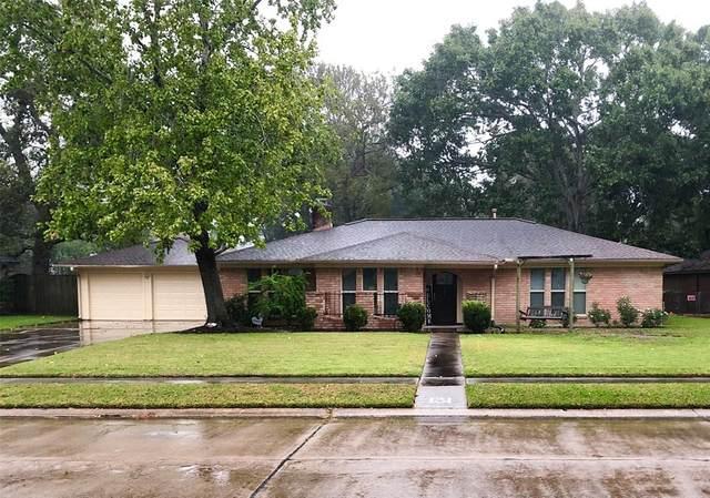 131 Nasturtium Street, Lake Jackson, TX 77566 (MLS #6093483) :: Guevara Backman