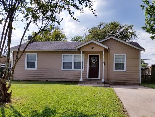 147 Huisache Street, Lake Jackson, TX 77566 (MLS #61255545) :: The SOLD by George Team