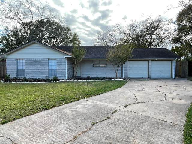 217 Anglewood Courts, Angleton, TX 77515 (MLS #61321966) :: The Bly Team