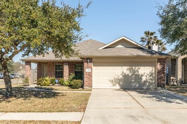 691 Elizabeth Street, Alvin, TX 77511 (MLS #61332486) :: Michele Harmon Team