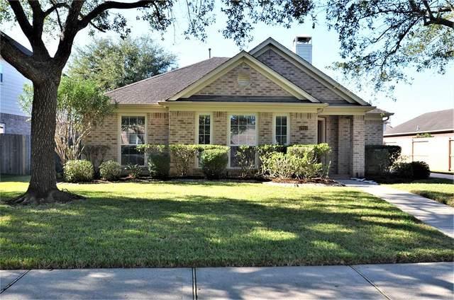 2910 Laguna Shores Lane, League City, TX 77573 (MLS #61396109) :: My BCS Home Real Estate Group