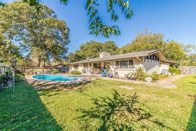 305 W Blackstone Lane, Alvin, TX 77511 (MLS #61430778) :: Area Pro Group Real Estate, LLC