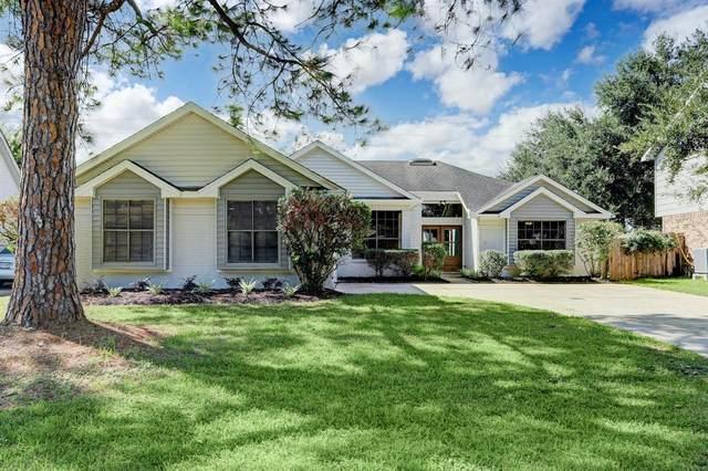 107 Oak Harbor Drive, Houston, TX 77062 (MLS #61453985) :: Caskey Realty