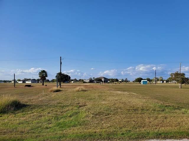 300 Stovall Drive, Palacios, TX 77465 (MLS #6156483) :: Michele Harmon Team